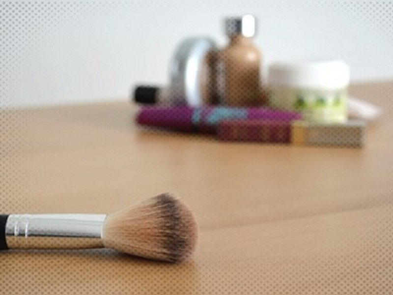 Natural looking basic makeup in 6 easy steps